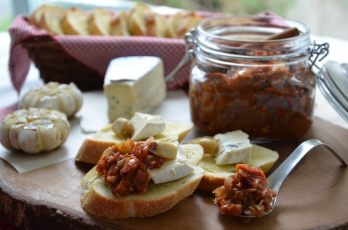 Roasted Garlic, Cambozola Cheese, and Tomato-Ginger Chutney Appetizer