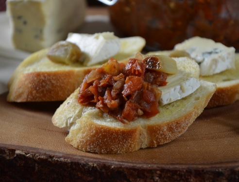 Roasted Garlic, Cambozola Cheese and Tomato-Ginger Chutney Appetizer