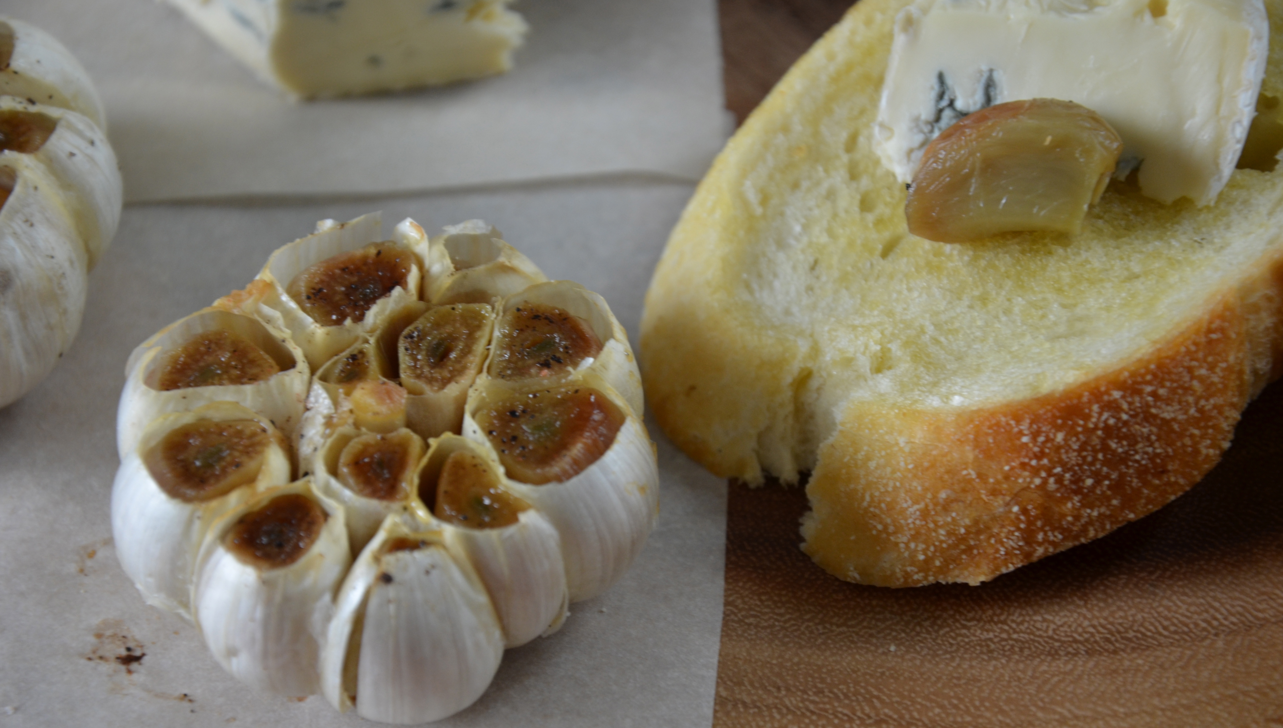 how to serve roasted garlic