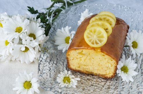 This is an uber-lemony cake!