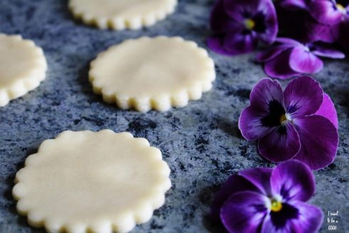Shortbread Biscuites with Flowers